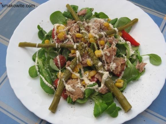 sałatka z tuńczykiem i szparagami