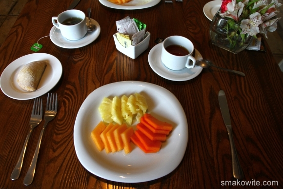 śniadanie owoce