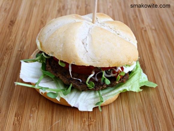 burger z bakłażana z warzywami