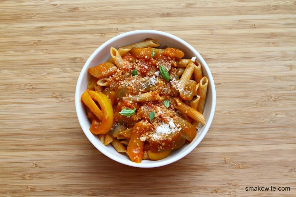 bakłażany w sosie pomidorowym