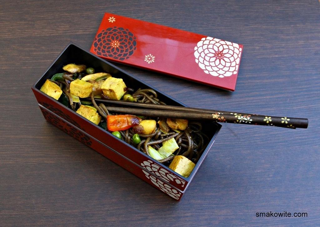 soba z tofu i warzywami